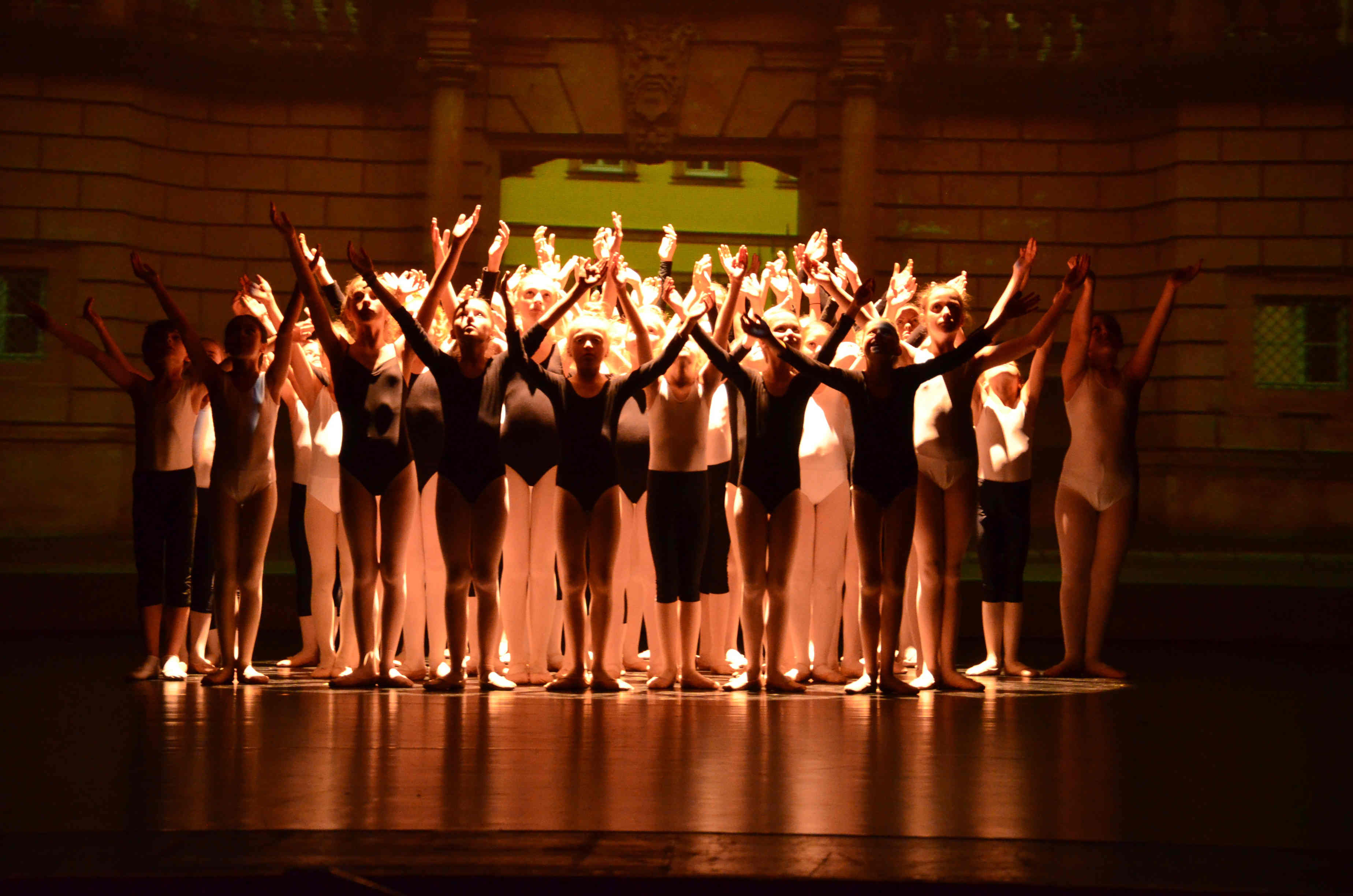 2015 Stadtsplitter Ballett Aschaffenburg Heldentor