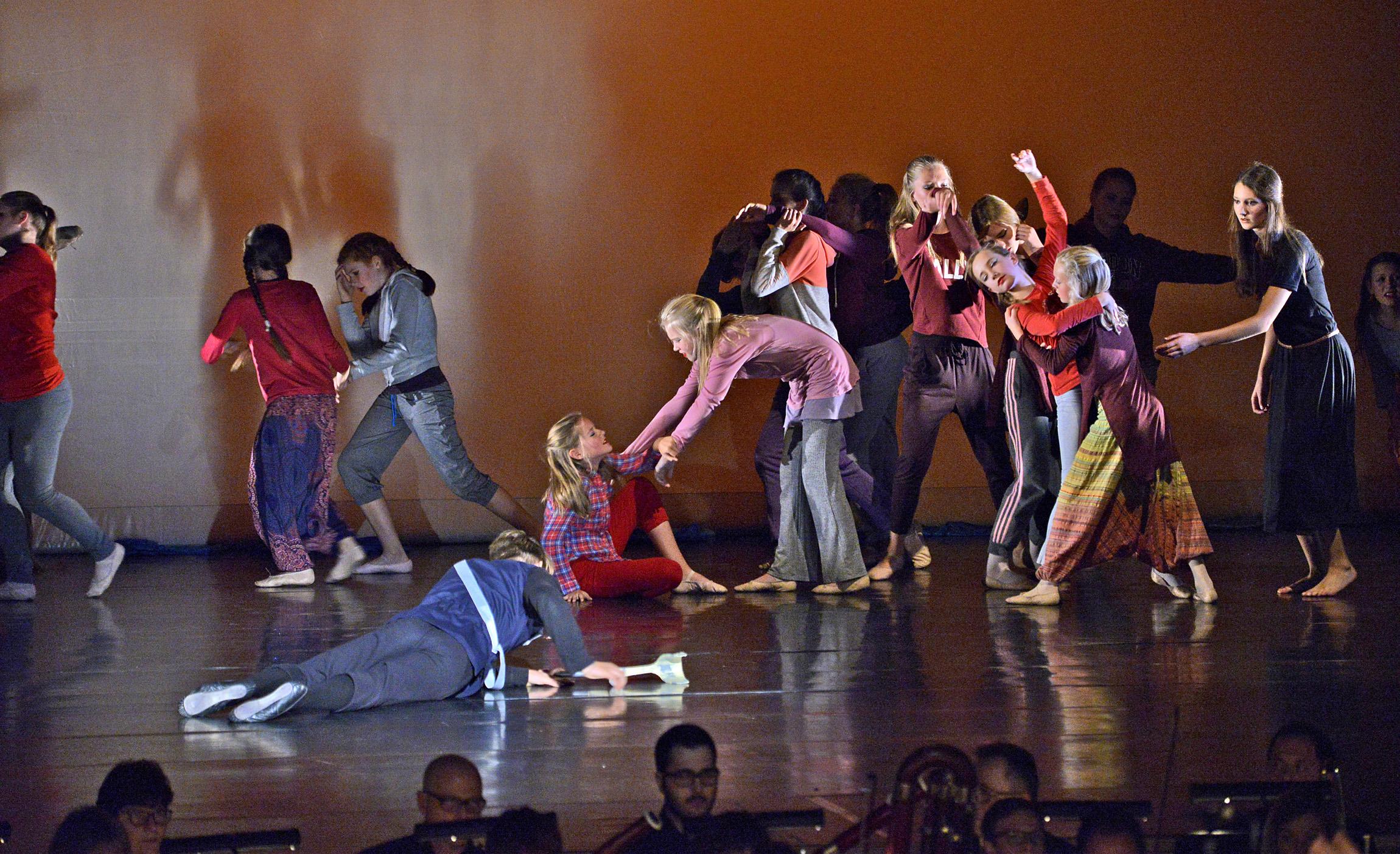 2016 DIE FLUCHT TanzTheater HEEG