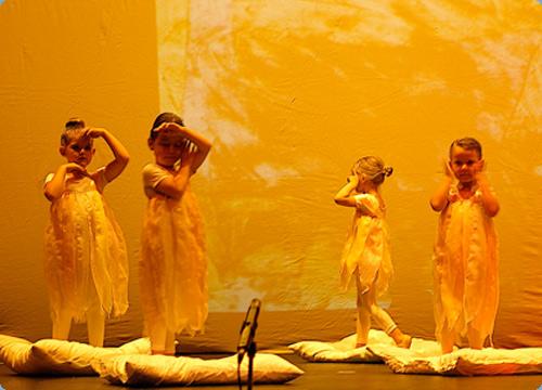 Besuch aus dem All - Tanztheater nach Bildern von Paul Klee Bild2
